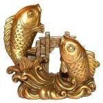 Фигурки рыб - символ Воды в зоне карьеры.