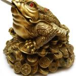 Трехногая жаба с монеткой во рту - символ большой удачи.