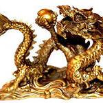 Дракон, держащий волшебную жемчужину мудрости, - символ полной гармонии и достижения цели.